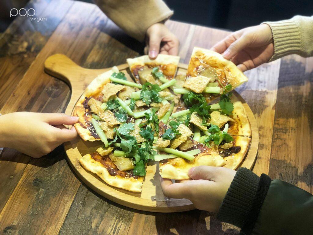 Pop Vegan peking Duck Pizza