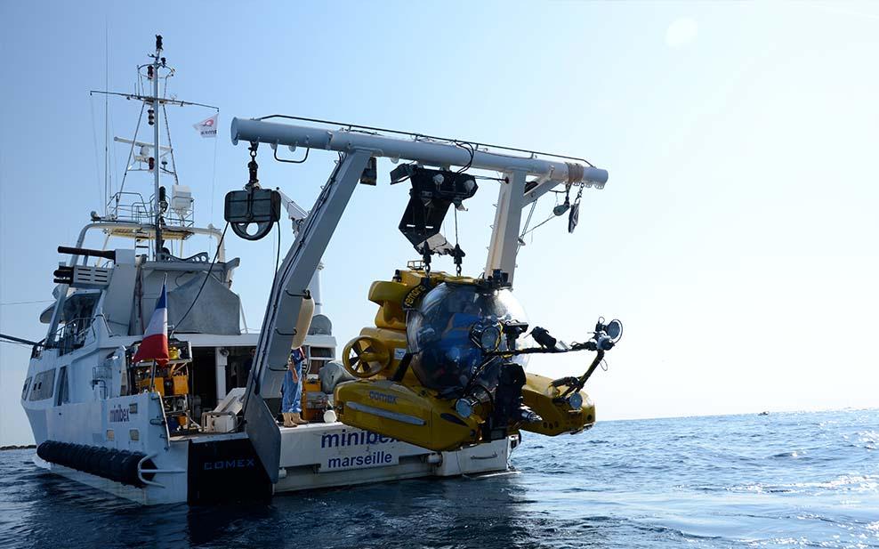 craig-leeson-plastic-ocean-boat